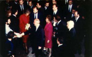 España - Madrid, Auditorium Musical 27 de Octubre 1990 Giorgio Bongiovanni encuentra a Mickail Gorbaciov,su esposa Raissa y la Reina Sofía de España.