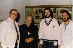 Italia - Roma 17 de Octubre 1991 Giorgio Bongiovanni, su hermano Filippo y el periodista suizo Pierre Andrè Modoux con el Cardenal Silvio Oddi.