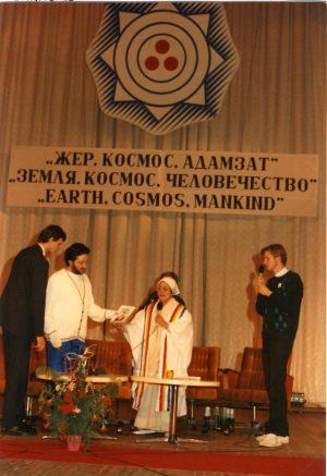 Kazakistán - Alma Ata 19 de Octubre 1992 Giorgio Bongiovanni en el Congreso Mundial para la Concordia Espiritual.