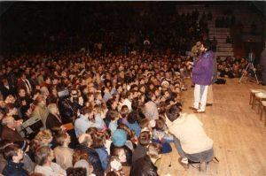 Lituania Marzo 1993 Conferencia en el estadio de Kaunas ante 10.000 personas.