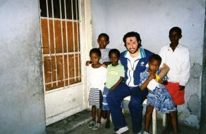 Zaire - Kinshasa Navidad 1995 Giorgio con los niños.